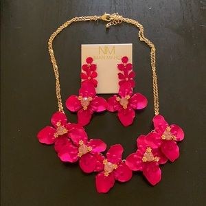 ✨NWT NEIMAN MARCUS FLOWER EARRING & NECKLACE SET✨